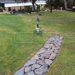 chodnik z prirodneho kamena