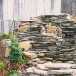 kamenny vodopad detail s osvetlenim